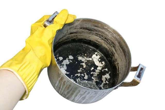 شستن قابلمه سوخته